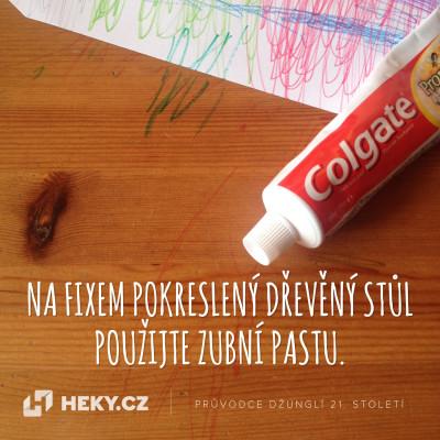 heky-vychytavky-fixem-pokresleny-dreveny-stul-zubni-pasta
