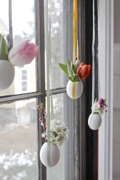 heky_zavesena vajicka na oknech