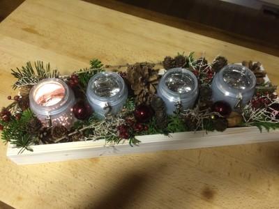 Vytvořte si adventní svícen do skleniček.