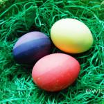 Velmi jednoduše namalujete vajíčka třikrát stejnou barvou, jen ji pokaždé zředíte vodou